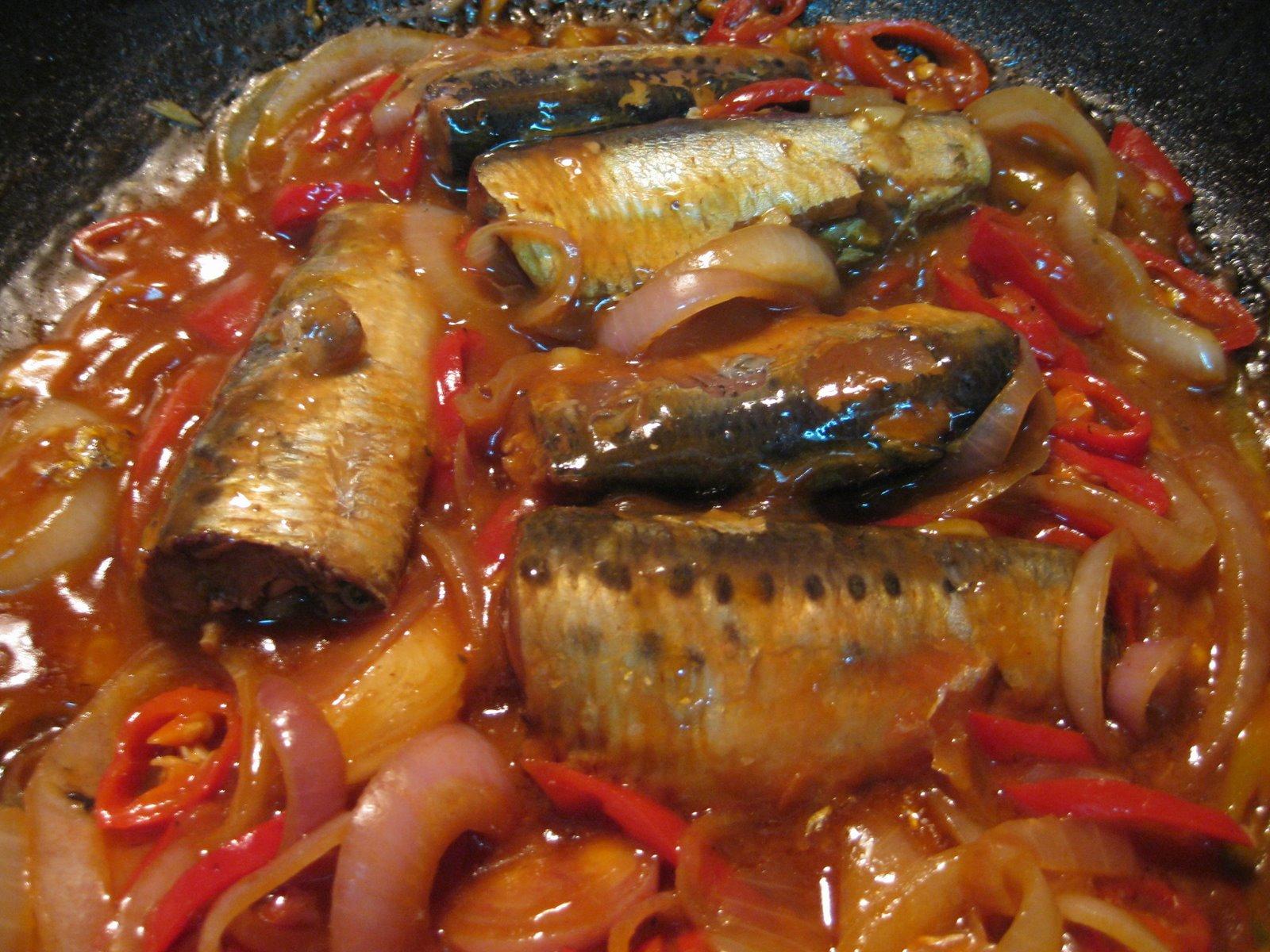RESEPI NENNIE KHUZAIFAH: Sambal sardin