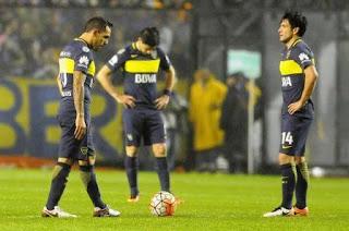 Boca Juniors fue eliminado anoche de la Copa Libertadores en su estadio al caer por 3 a 2 ante Independiente del Valle, de Ecuador, en un partido que a los 3 minutos ya ganaba el local, y que una serie de errores propios y aciertos del conjunto visitante lo ubicaron en el terreno de lo insólito.