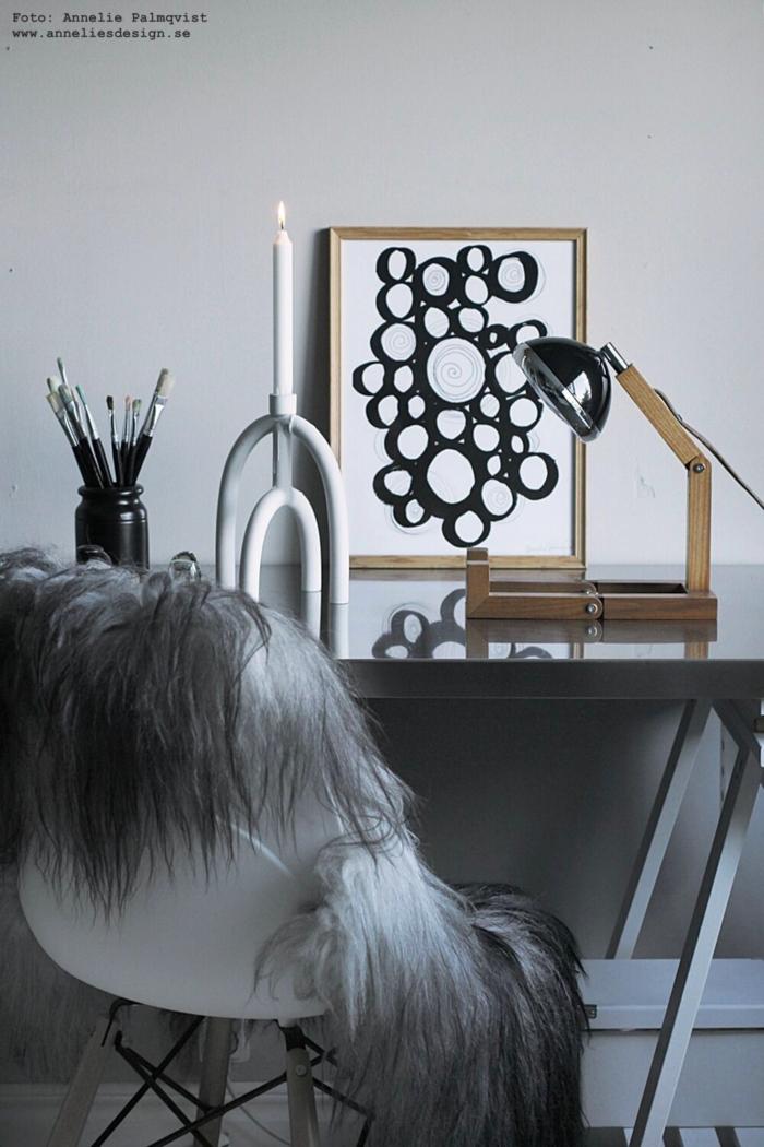 annelies design, webbutik, webshop, nätbutik, inredning, arbetsrumm arbetsrummet, tavla, tavlor, ljusstake, ljusstakar, dekoration, lampa, manet, pappersvikt, fårskinn