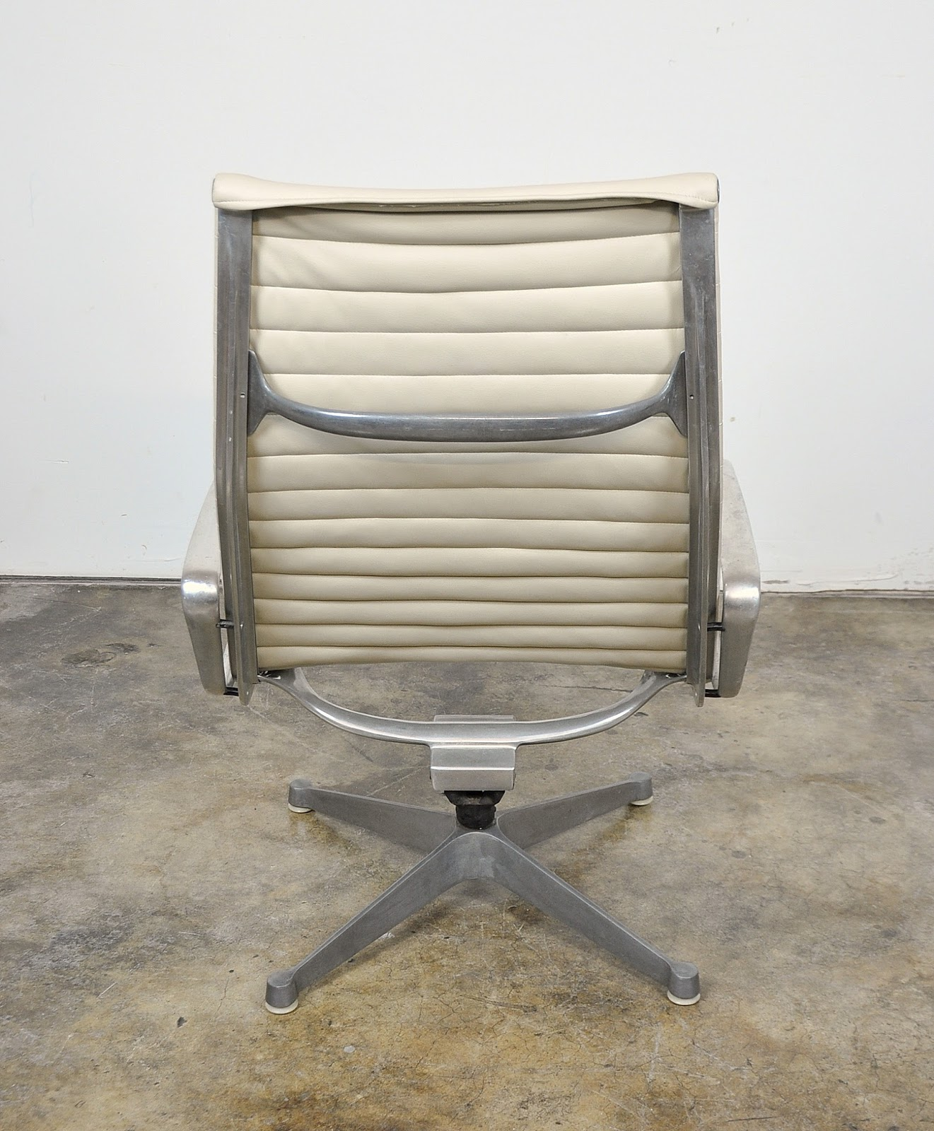Select modern eames herman miller aluminum group lounge - Herman miller lounge chair and ottoman ...