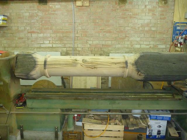 einzigartige Säulen aus Holz