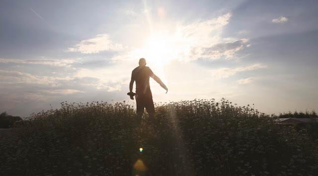 5 Keberanian Pria yg Membuat Cewek Jatuh Cinta Full
