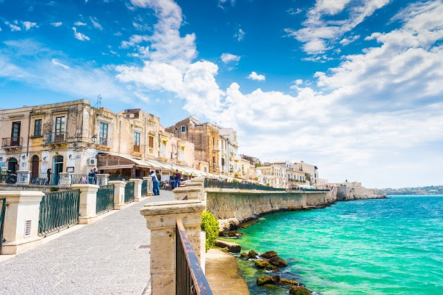 Ilha Ortigia na cidade de Siracusa em Sicília