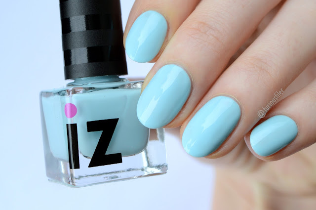 iz beauty of london baby blue swatch pastel