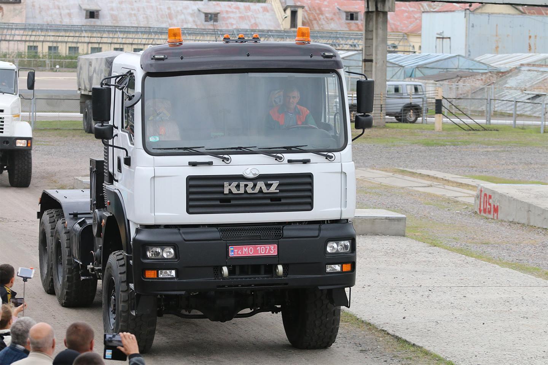 Безкапотний повнопривідний сідельний тягач КрАЗ-6510ТЕ (6х6)