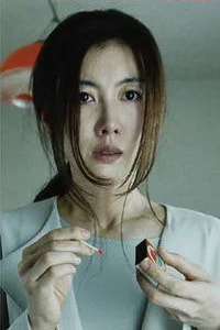 Rie Tomosaka sebagai Hatsuko Sofue, Ibu dari gadis yang menderita amnesia