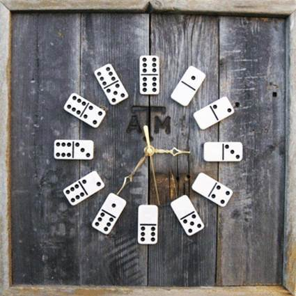 Clock with dominoes 1