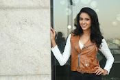 priyashri new sizzling stylish photos-thumbnail-4