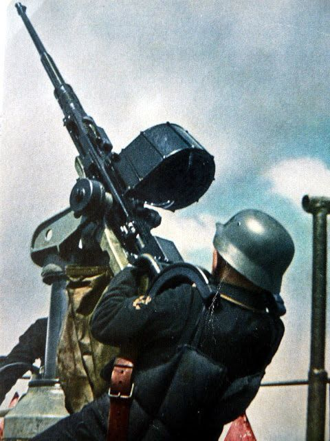 Oerlikon antiaircraft gun Color Photos World War II worldwartwo.filminspector.com