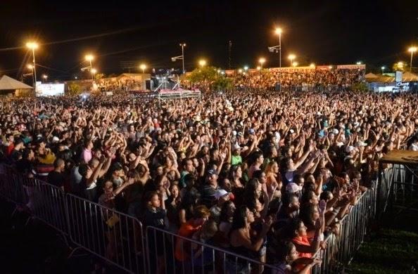Foto do público presente no CArna Barretos 2014 - Fonte Portal da Prefeitura Municipal de Barretos