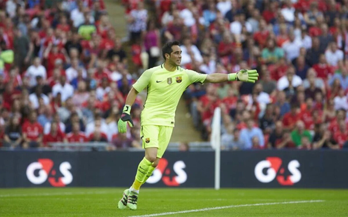 Claudio Bravo Close To Joining Manchester City