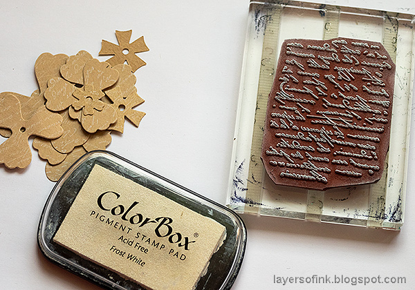 Layers of ink - Faux Leather Wrapped Journal Tutorial by Anna-Karin Evaldsson. Stamp the flowers.