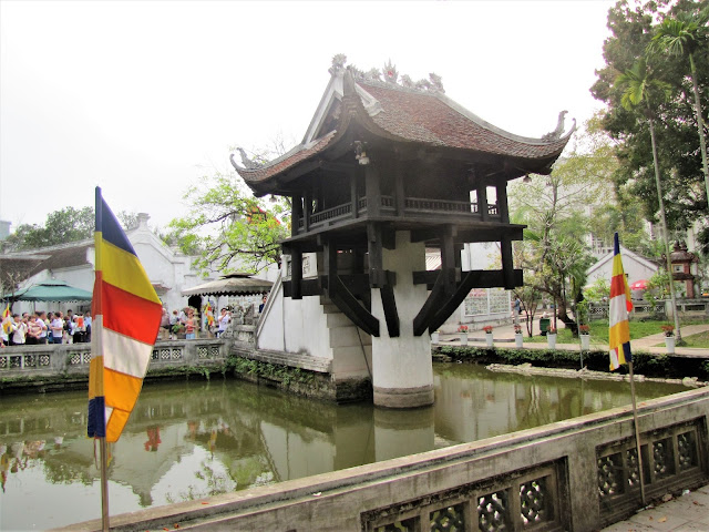 one pilar pagoda hanoi vietnam