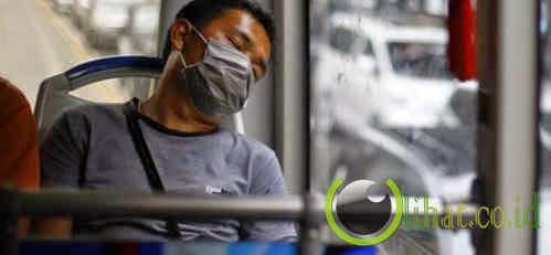 Orang Indonesia Sering Mengabaikan Norma Tidur Dalam Kendaraan Umum