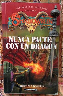 Portada del libro Nunca pactes con un dragón, de Robert N. Charrette