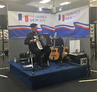Pic of The France Show 2017's accordion player