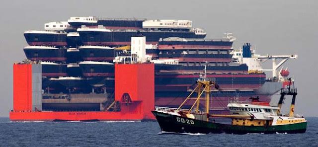 Blue Marlin: Το τερατώδες πλοίο που μεταφέρει άλλα πλοία!
