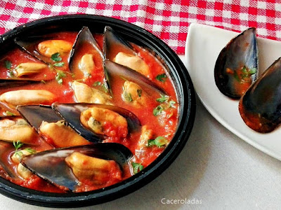 Mejillones con salsa de tomate picante