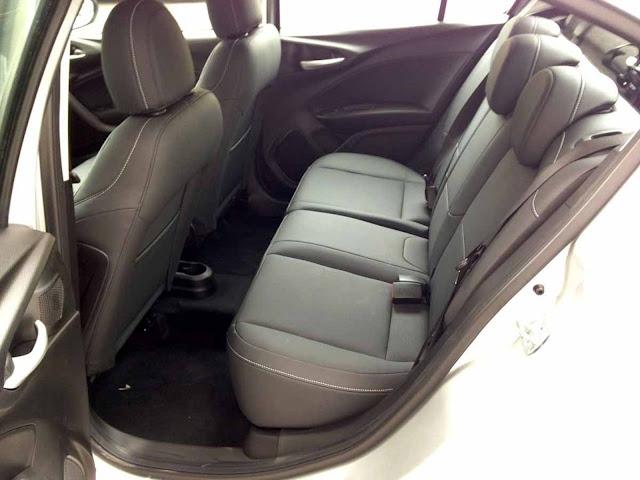 Fiat Cronos Automático - espaço traseiro