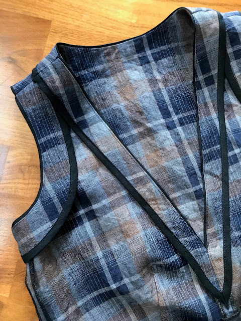 Diary of a Chain Stitcher: Plaid Seamwork Dani Dress in Linen/Cotton from The Fabric Store
