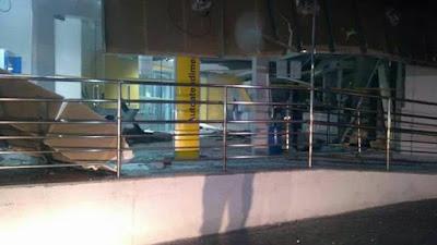 Criminosos atacam caixas eletrônicos de agência bancária em Cotia