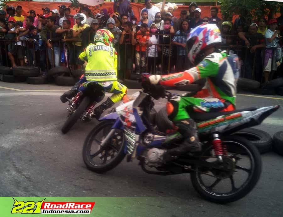 "Hasil Road Race & Super Moto Blitar 2016, Tim Lokal Cikal Bakal Motoprix ""PESONA GROUP"" Jajah Podium"