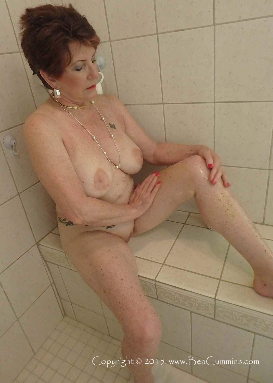 bea cummins naked