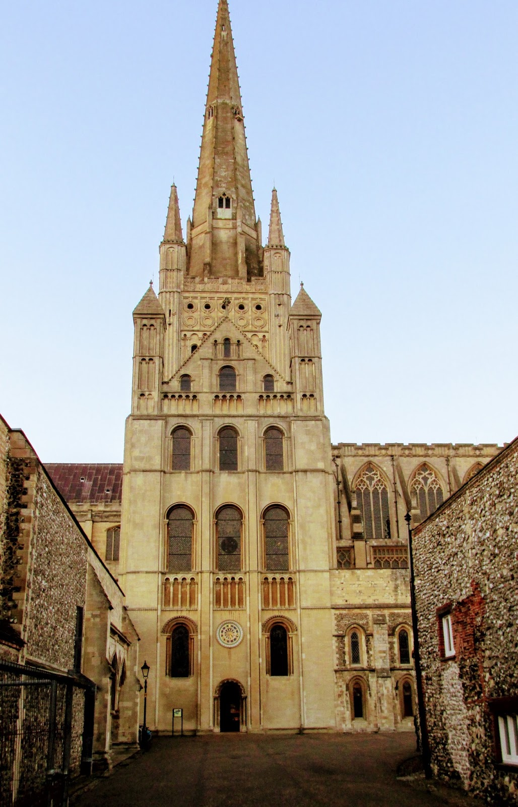 crimson kettle: Norwich Cathedral