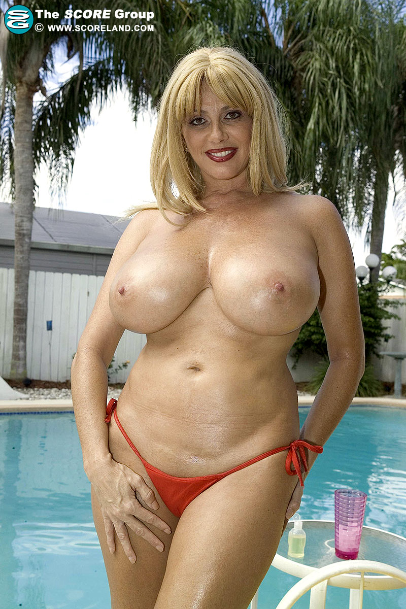 Sexy Mature Big Boobs