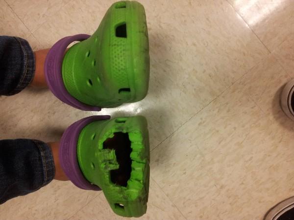 crocs punca kaki tersepit pada eskalator