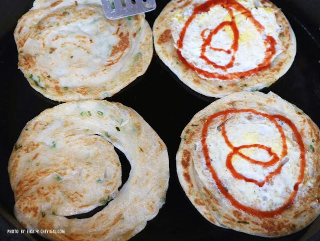 IMG 3545 - 台中南屯│馬祖蔥油餅。銅板散步美食推薦。還有雙胞胎、芝麻球和甜甜圈等古早味點心唷