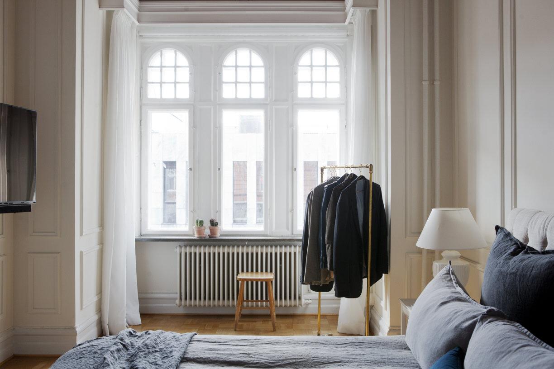 beautiul scandinavian apartment with luxury elements, mid century modern furniture, bedroom