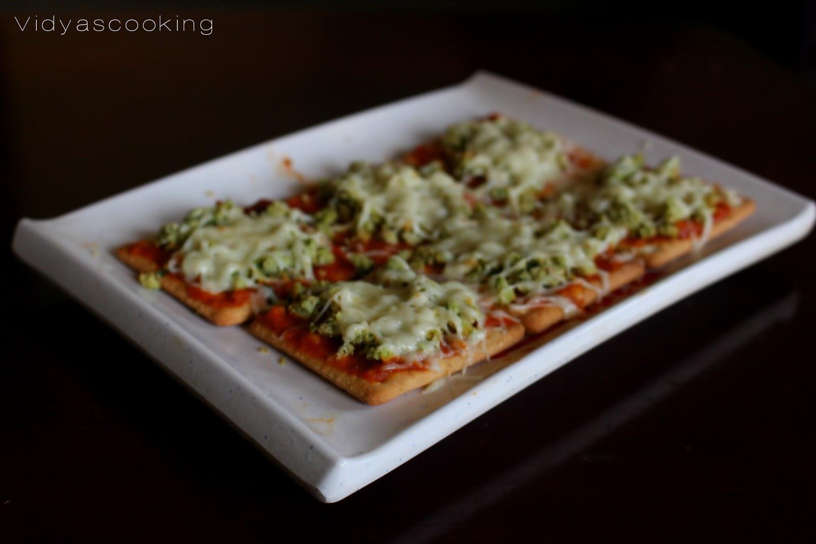 Vidyascooking: Thai Basil Chicken Pizza Crackers Recipe