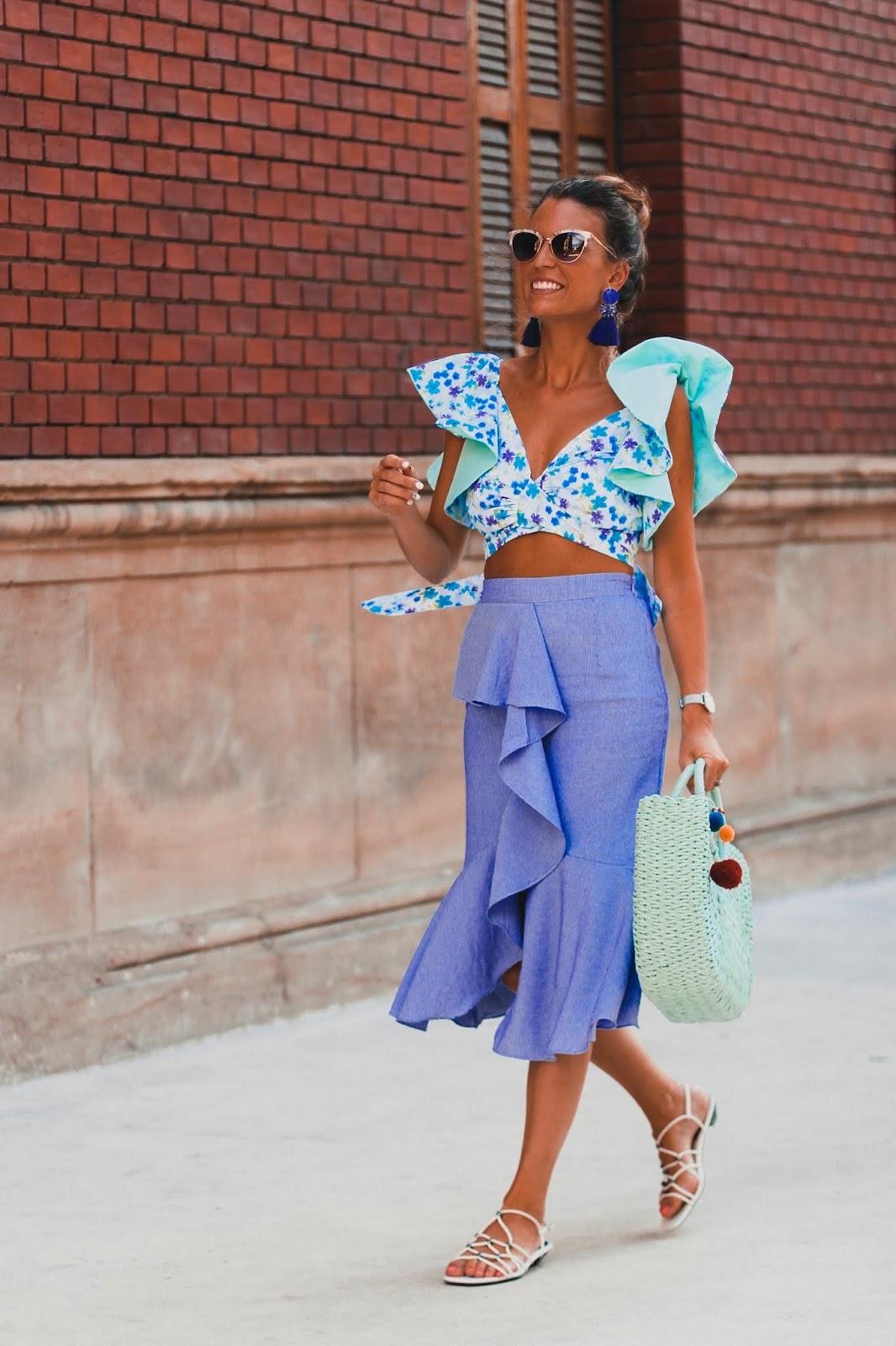 falda lila volantes