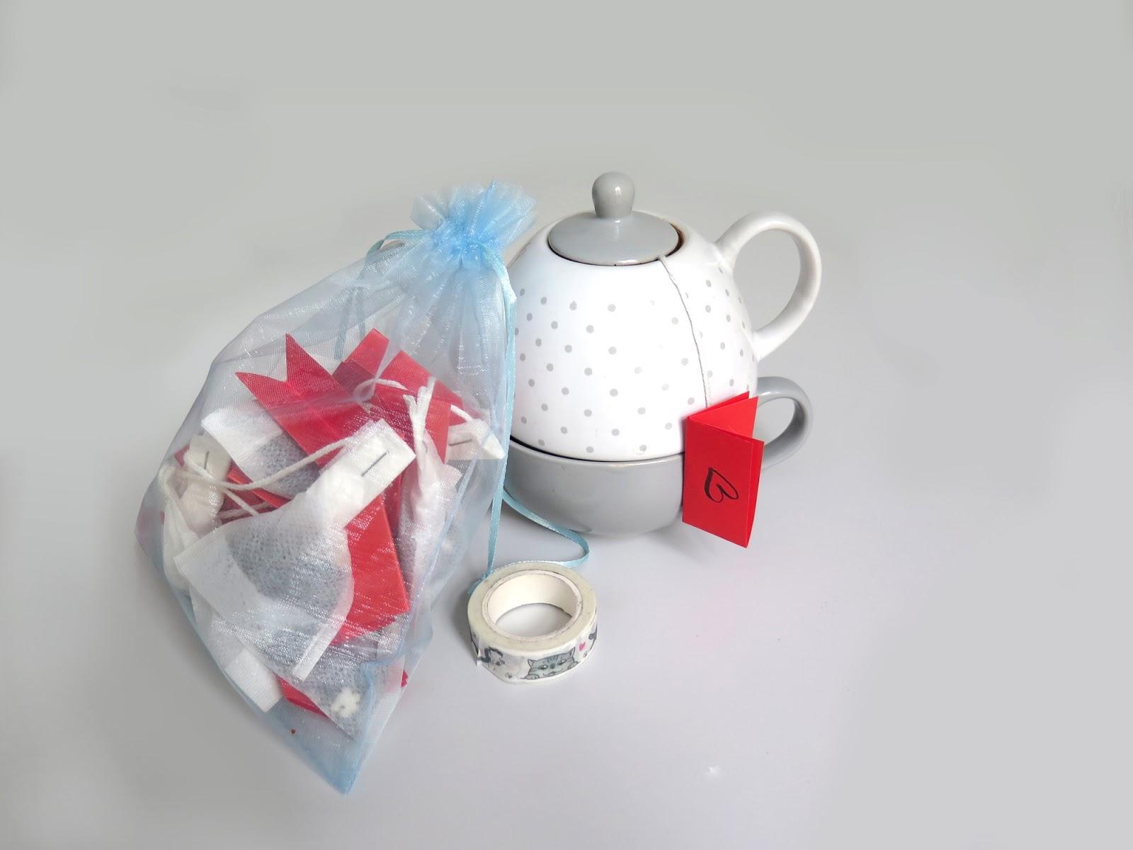 Pomysł na prezent na Walentynki - herbata z miłosnymi etykietkami