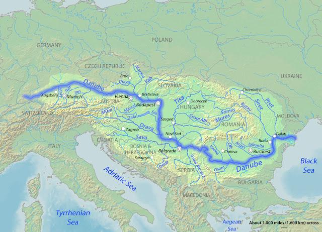 Az EU Duna régióra vonatkozó stratégiája 2011 áprilisában vette kezdetét. Kilenc uniós tagállam (Ausztria, Bulgária, Cseh Köztársaság, Horvátország, Magyarország, Németország, Románia, Szlovákia és Szlovénia) mellett 5 Unión kívüli országra (Bosznia-Hercegovina, Moldova, Montenegró, Szerbia és Ukrajna) terjed ki. A stratégia a makrorégió környezetvédelmi, gazdasági és biztonsági kérdéseivel foglalkozik.