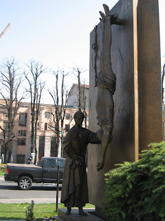 The Monument to the Partisan by Giacomo Manzù can be found in Piazza Matteotti