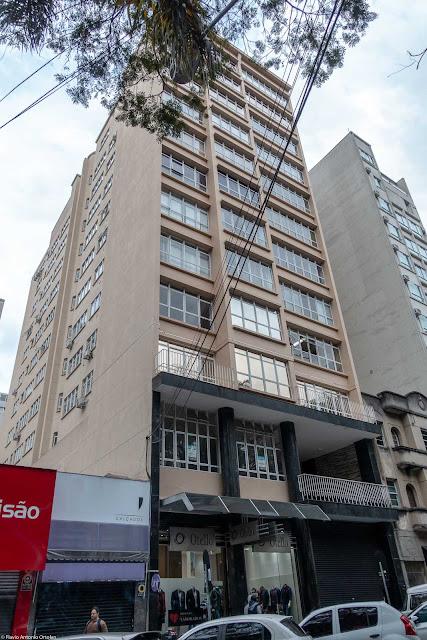 Edifício Ana Cristina, localizado na Praça Osório