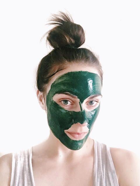 pemakaian masker spirulina di wajah