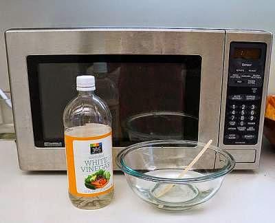 membersihkan microwave dengan cuka