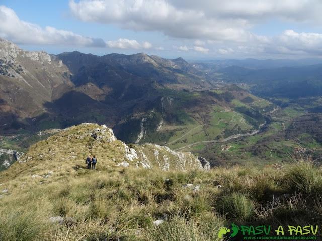 Ruta a la Pica de Peñamellera: Bajando el primer tramo