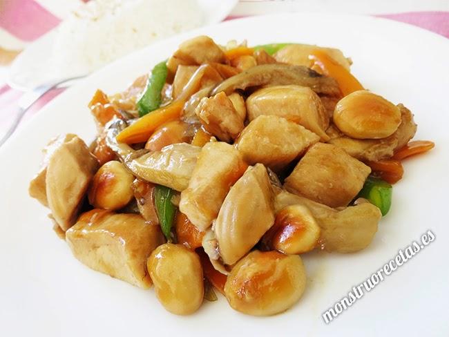 Pollo con almendras. Receta china