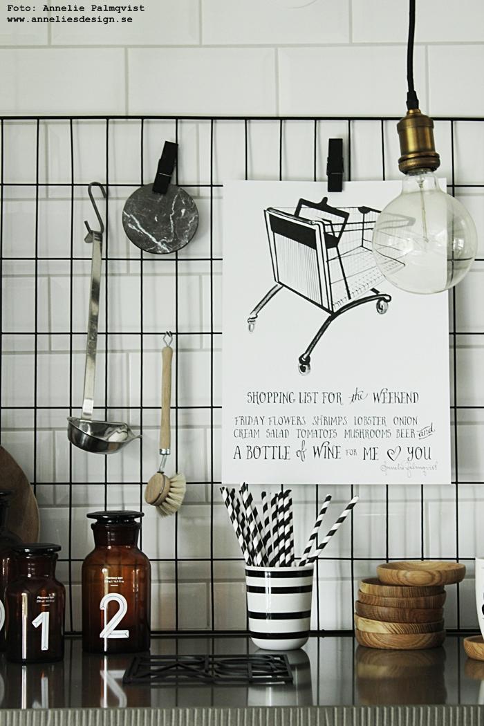 """Hängande lampa, Apoteksflaskor, lampor, apoteksflaska,  Svartvita sugrör av papper, Fat av ek, glasunderlägg, underlägg,  City trivet """"Paris"""", Konsttrycket """"Shoppinglista"""", konsttryck, poster, posters, print, prints, tavla, tavlor, svart och vitt, svartvit, svartvita, annelies design, webbutik, webbutiker, webshop, inredning, marmor, Svarta klädnypor,  Mugg """"YES"""",  Skärbräda House Doctor, Lampa """"Döden"""" (svarta diamantlampan), kök, köksdetaljer, mors dag, galler, nät, diy, present, presenter, presenttips, mamma"""