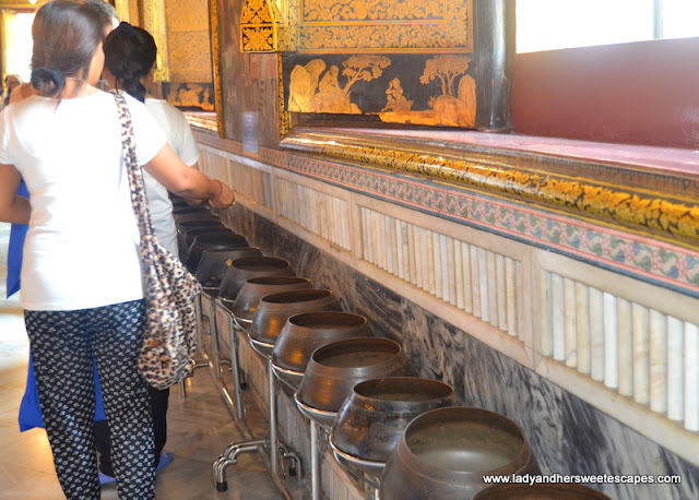 offering bowls in Wat Pho