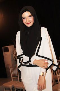 siapa Shiren Sungkar pakai jilbab model keren