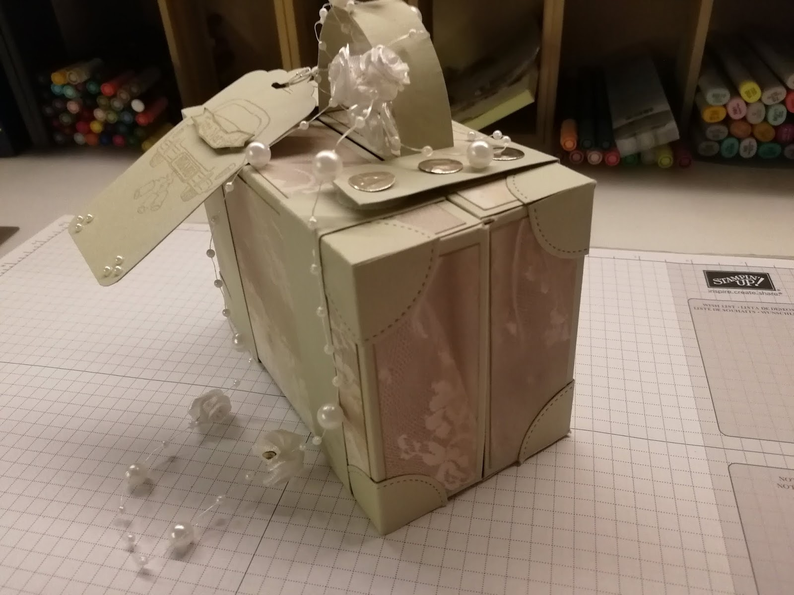 They had asked for travel vouchers or money as they wanted to travel on a honeymoon. I found a tutorial by Ann, Positively Paper crafts, you can find her ...