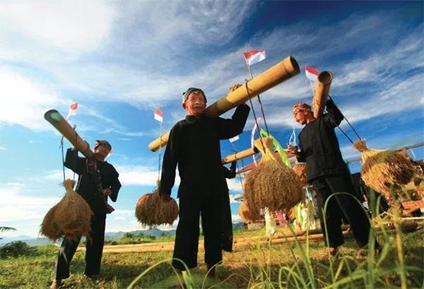 Adat Istiadat Suku Sunda: Kebudayaan, Sejarah, Bahasa