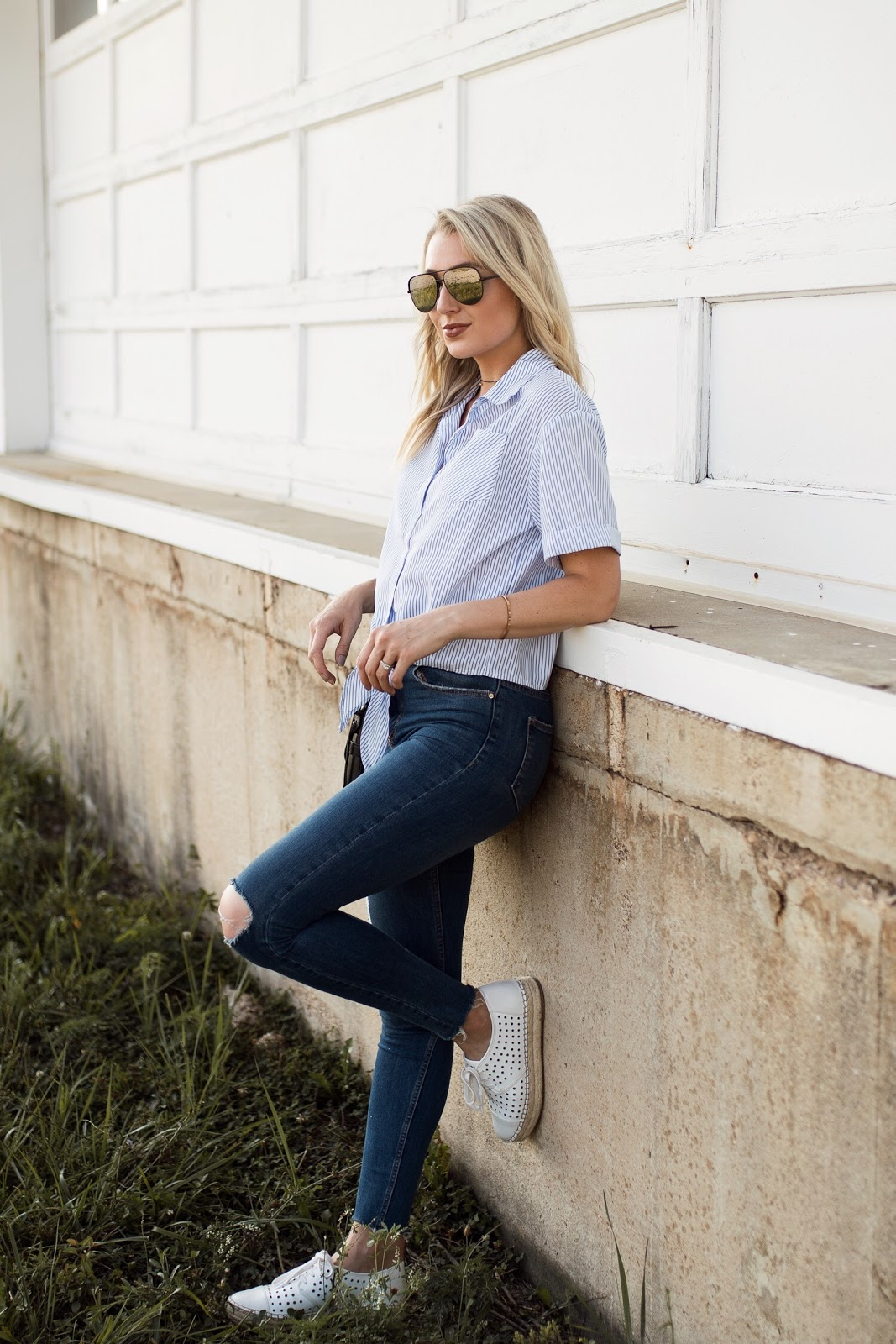summer casual: button down, skinny jeans, espadrilles