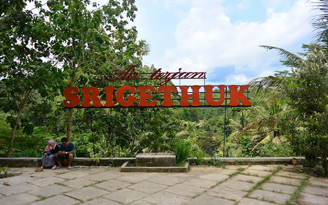 Tulisan Sri Gethuk Gunungkidul di dekat jalan masuk