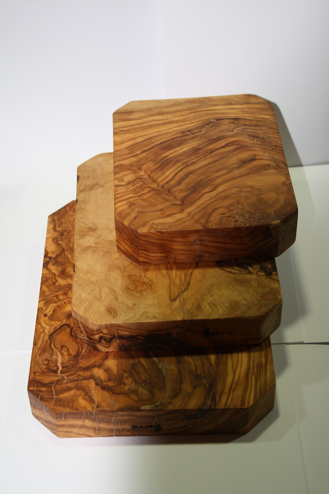 Artesania en madera de olivo utensilios de cocina 1 for Tablas de olivo para cocina